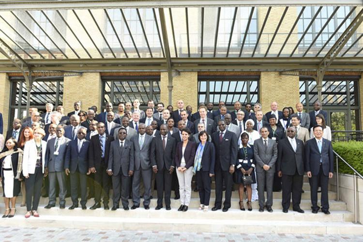 5 juin 2015, Réunion des ministres francophones de l'enseignement supérieur : photo de groupe des ministres réunis pour le développement numérique de l'espace universitaire francophone