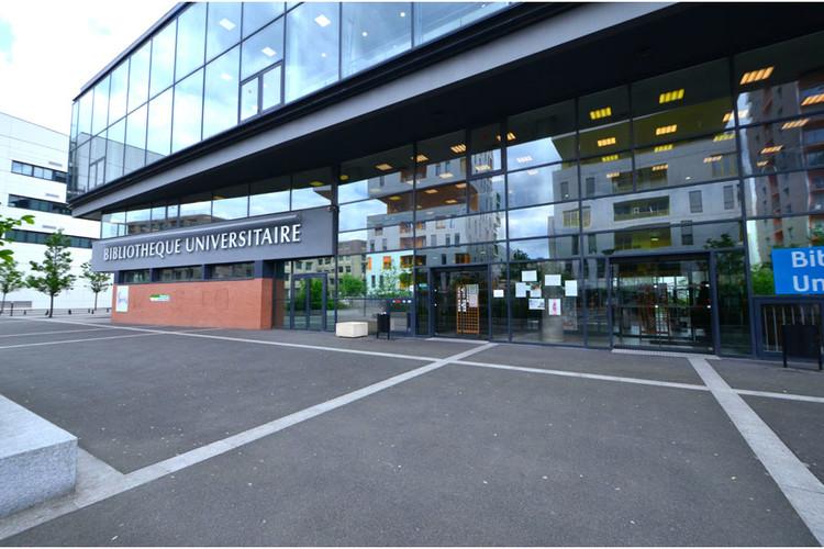 Batiment de l'Université d'Évry Val d'Essonne
